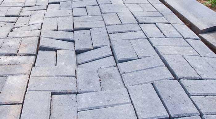 Від чого тротуарна плитка руйнується