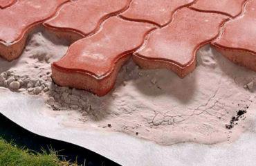 Навіщо потрібна гідроізоляція для бруківки?